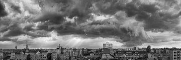 Panorama Skyline Schiedam mit Gewittersturm von Kok and Kok