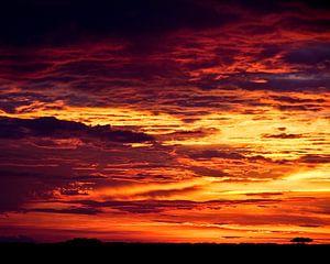 Zonsondergang in Kenia. van