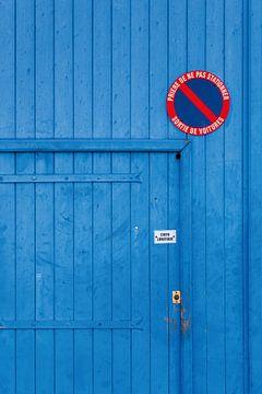 Blauwe deur in de Provence van Everards Photography