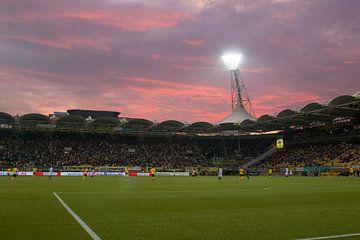 Zonsondergang in het Parkstad Limburg Stadion van Martijn Mureau