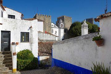 Een steegje in Óbidos (Portugal) van Berthold Werner