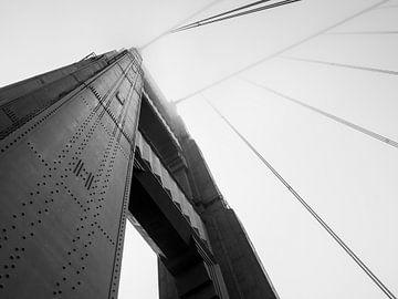 Golden Gate Bridge schwarz-weiß von Moniek van Rijbroek