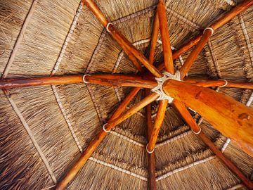Rieten parasol van Moniek van Rijbroek