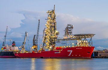 Das Offshore-Schiff Seven Rio von Subsea 7 im Rotterdamer Waalhaven von MS Fotografie | Marc van der Stelt