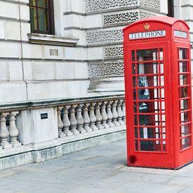 Rode telefooncel wie kent die nog? van Ineke Huizing