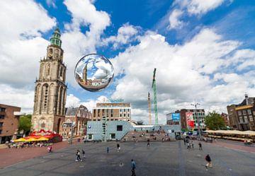 Grote markt met glazen bol sur Iconisch Groningen