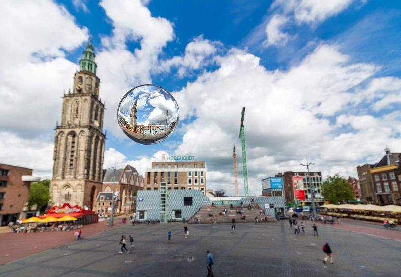 Grote markt met glazen bol van Iconisch Groningen