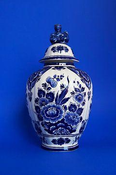 Delfter Blau Vase mit Löwe von Studio Maria