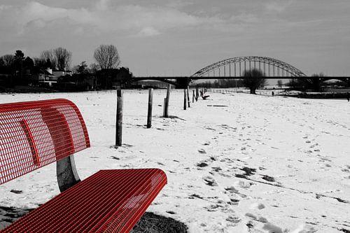Zicht op de Waal(brug) van