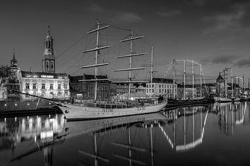 Stadsfront Kampen met Stedemaeght zwart wit van Fotografie Ronald