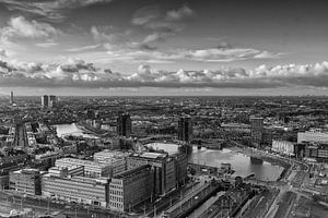 Rotterdam vanaf de Euromast in zwartwit.