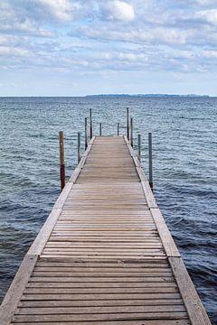 Aanlegsteiger in het water in Denemarken van Evelien Oerlemans