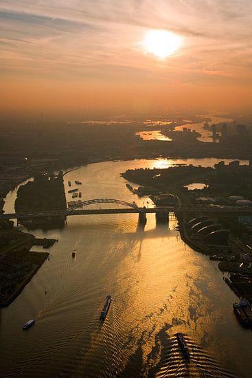 Van Brienenoordbrug vanuit de lucht gezien van Anton de Zeeuw