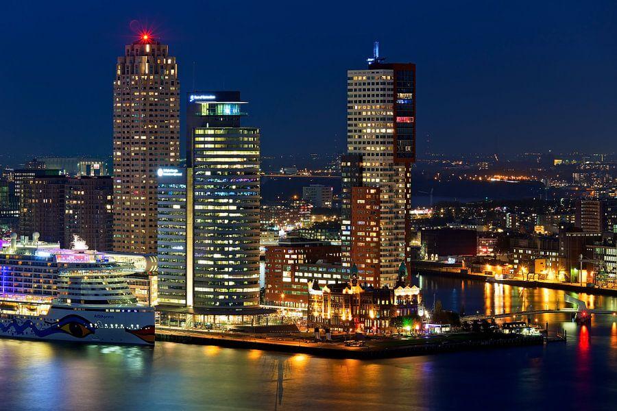 Nachtfoto Montevideo, World Port Center en New Orleans van Anton de Zeeuw