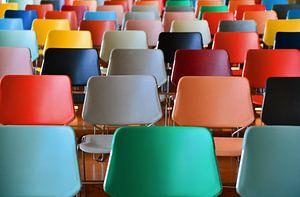 Kleurige stoelen Kunsthal Auditorium 1