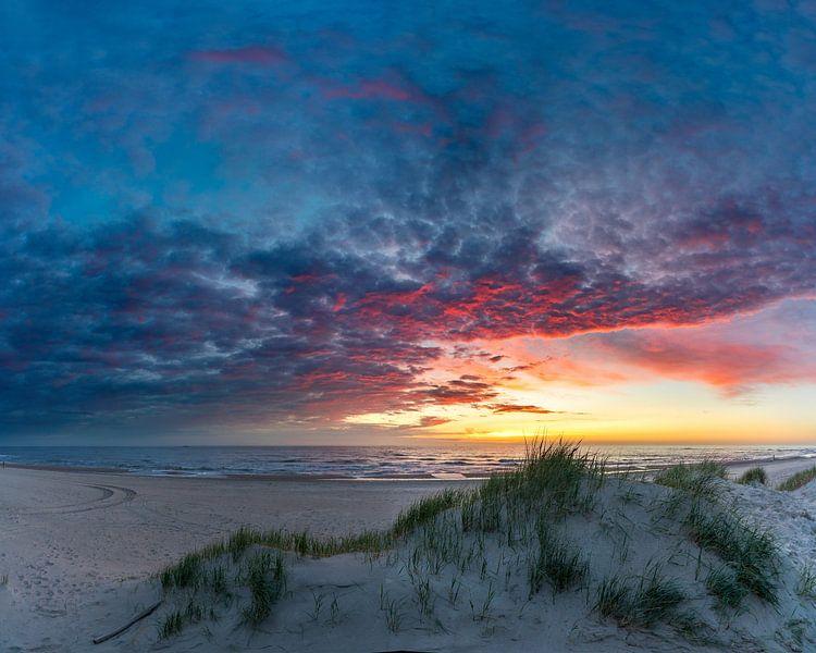 Texel Paal 12 na de zonsondergang van Texel360Fotografie Richard Heerschap