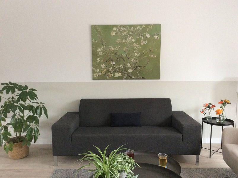 Photo de nos clients: Amandelbloesem van Vincent van Gogh (kaki groen) sur Meesterlijcke Meesters, sur toile