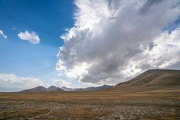 Gewitterwolken in Kirgisistan von Mickéle Godderis
