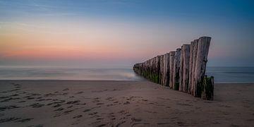 Golfbrekers aan de Zeeuwse kust van Toon van den Einde