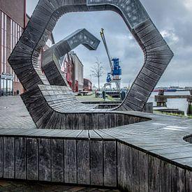 Doorkijkje met havenkraan van Adri Vollenhouw