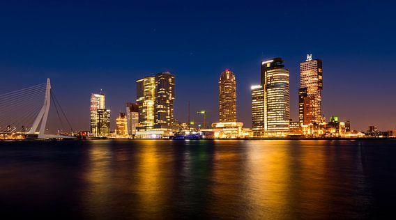 Rotterdam Wilhelmina Pier in de avond van Daan Kloeg