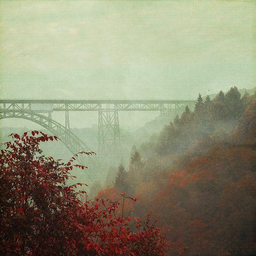 Bridge in Fog van Dirk Wüstenhagen