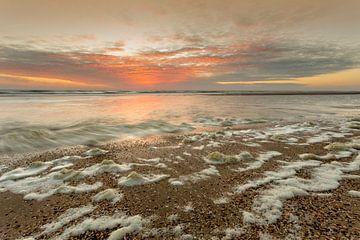 zondsondergang aan zee van Bernadet Gribnau