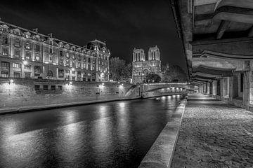 Schwarz-Weiß: Die Seine mit der Notre Dame von Rene Siebring