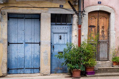Farbenfrohe Haustüren in Südfrankreich