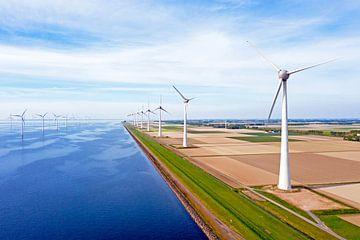 Windmühlen am Westermeerdijk bei Urk von Nisangha Masselink