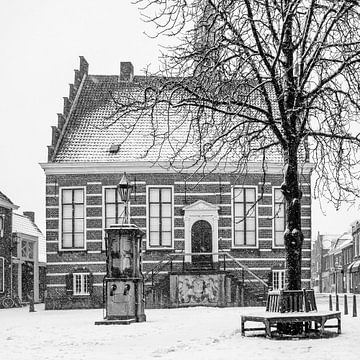 Het oude stadhuis van IJsselstein in de sneeuw. van Tony Buijse