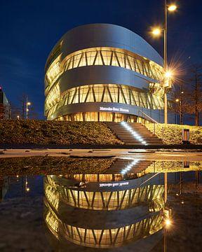 Mercedes Museum Reflectie van Keith Wilson Photography