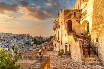Zonsondergang oude stad Matera, Italië van Sjouke Hietkamp