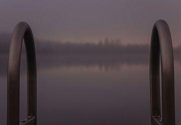 stijger in de mist met zonsondergang van Bart Hagebols