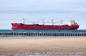 Schip passeert de kustlijn van MSP Canvas