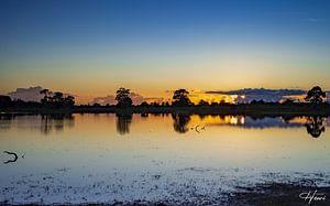 zonsondergang bij het meer van Henri van Rheenen