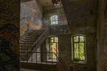 Treppenhaus in verlassenem Fort von Ans Bastiaanssen