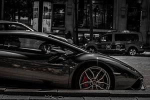 Lamborghini Huracánin black and white