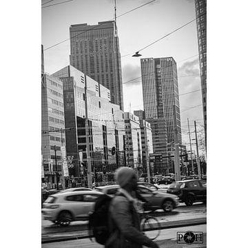 Evening rush in Rotterdam sur Peter Hooijmeijer