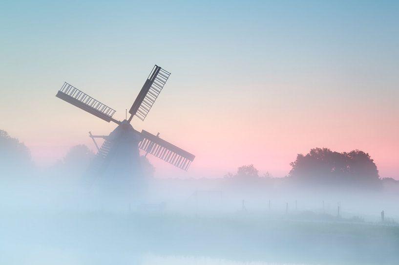 Windmill in the fog van Olha Rohulya