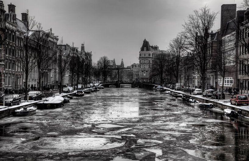 Frozen canals of Amsterdam van Maarten Kuiper