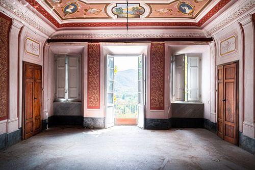 Verlaten Villa met Mooi Uitzicht.