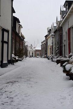 Kleines Oosterwijk in Harderwijk bei Schnee von Gerard de Zwaan