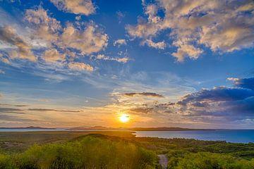 Zonsondergang in het verre noorden van Nieuw-Caledonië van Erwin Blekkenhorst