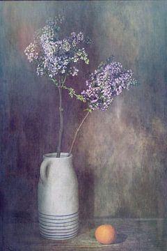 Stilleven met lila seringen van Saskia Dingemans