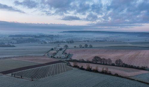 Photo aérienne d'Epen pendant l'heure bleue