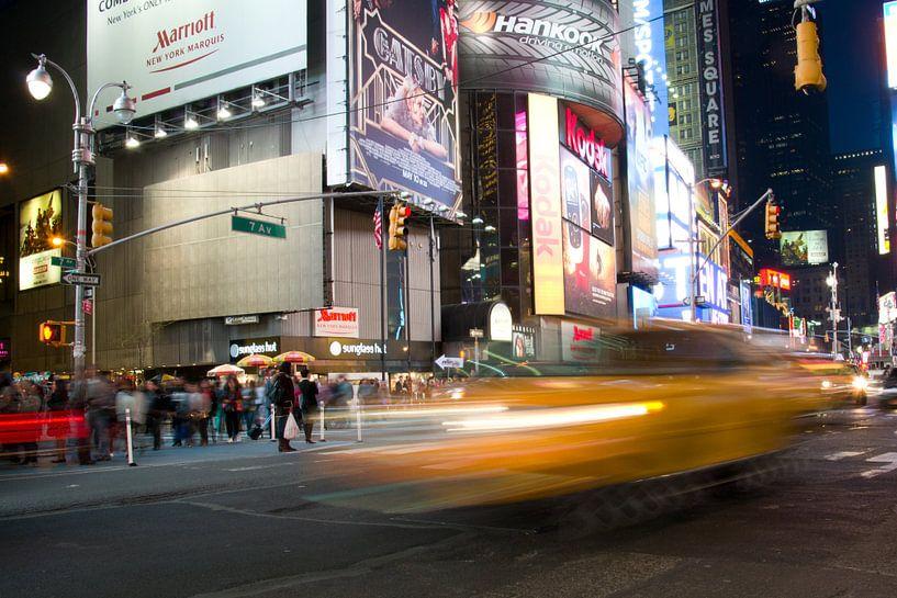 Yellow Cab, Times Square, New York van Marije van der Werf
