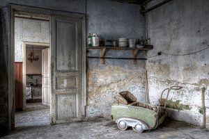 Oude kinderwagen van