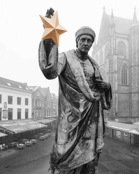 Haarlem: Lautje met gouden cultuurster in zwart en wit van Olaf Kramer
