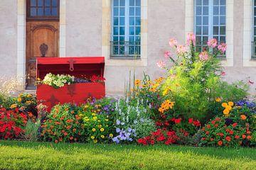 Een schatkist vol bloemen in Frankrijk van Dennis van de Water